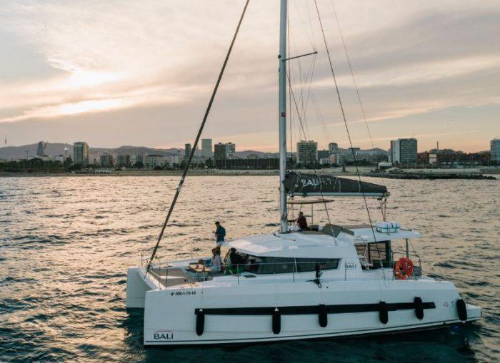 tour en barco de lujo barcelona
