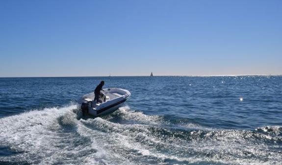 alquilar barco sin licencia en barcelona