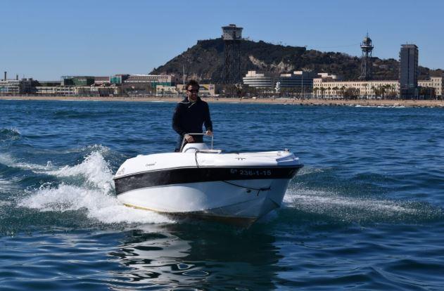 alquiler de barcos sin licencia barcelona